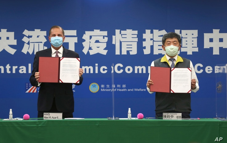 U.S. Health and Human Services Secretary Alex Azar, left, and Taiwanese Minister of Health and Welfare Chen Shih-chung pose for…