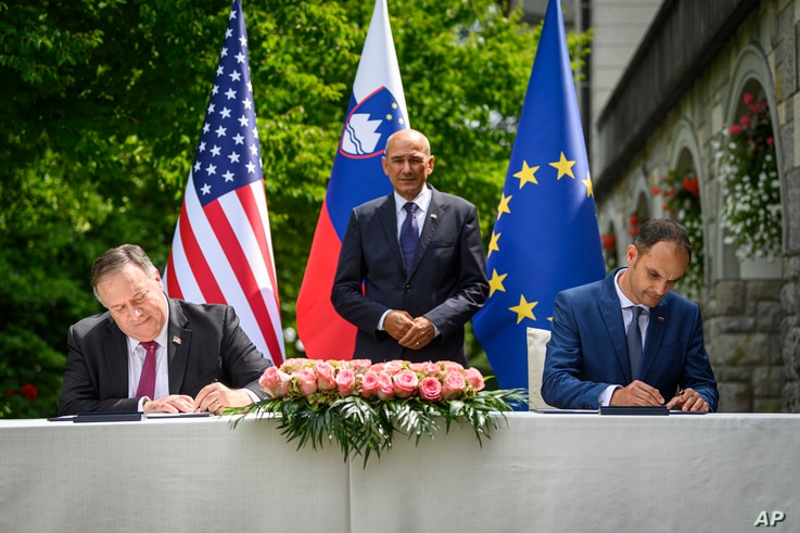 US Secretary of State Mike Pompeo, left, and Slovenia's Foreign Minister Anze Logar sign an agreement on fifth-generation…