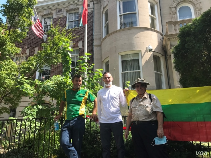 Roman Vasiliuk, center, Aleksas Radzius, right, and Vytas Pakalniskis came from Virginia and Maryland to take part in the demonstration in support of protesters in Belarus held in Washington, Aug. 23, 2020. (Natalie Liu/VOA)