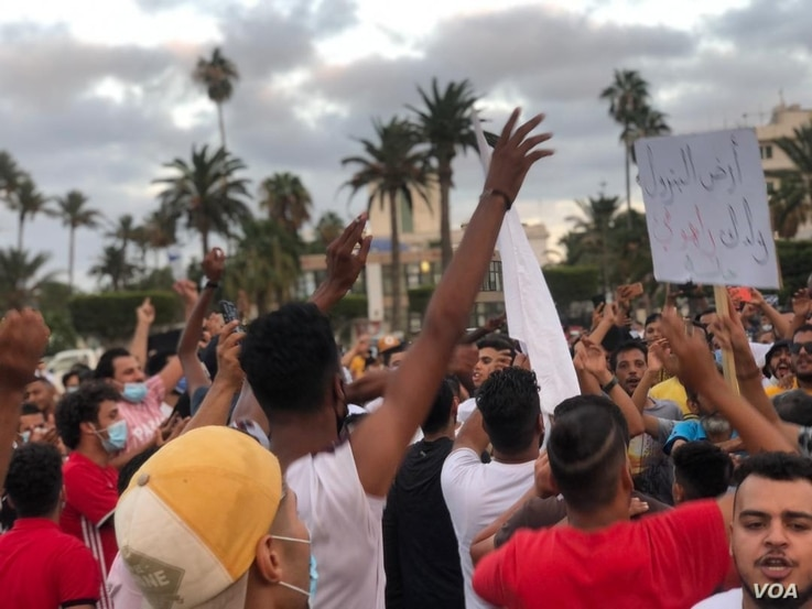 Protesters said they were demanding basic services, like electricity and access to fuel and cash on Aug. 23, 2020 in Tripoli, Libya. (VOA/Salaheddin Almorjini)