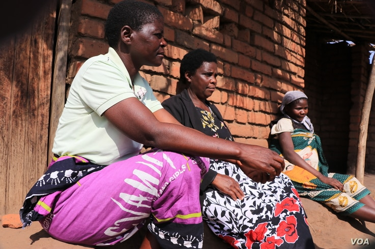 Women connected with Mothers' Group, an organization for women, talk together in Phalombe district, Malawi. (Lameck Masina/VOA)
