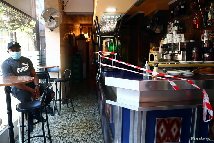 A bar counter is sealed off to prevent contact between customers at the Vallecas neighbourhood, amid the coronavirus disease …