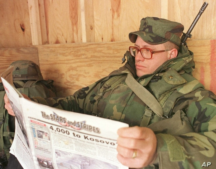 US soldier Sgt. John Hubbuch of Versailles, Kentucky, one of the   members of NATO led-peacekeeping  forces in Bosnia reading…