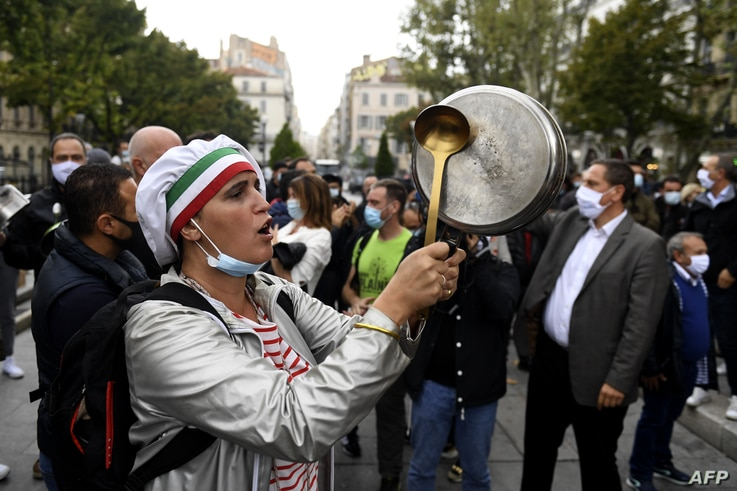 Bars and restaurants owners demonstrate agianst the closure orders due to the novel coronavirus, Covid-19, in Marseille,…