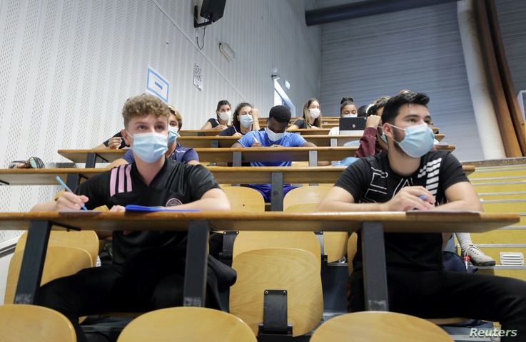 Students of the faculty of sport sciences at Universite Cote d'Azur wearing protective masks to avoid the spread of the…