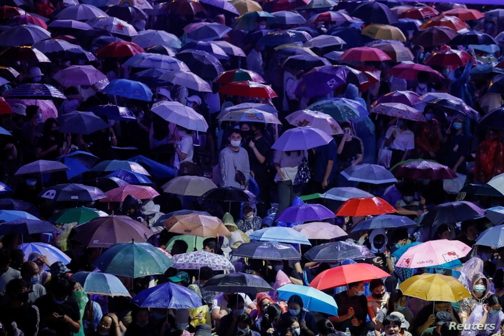 People cover themselves with umbrellas during anti-government protests, in Bangkok, Thailand October 16, 2020.  REUTERS/Soe…