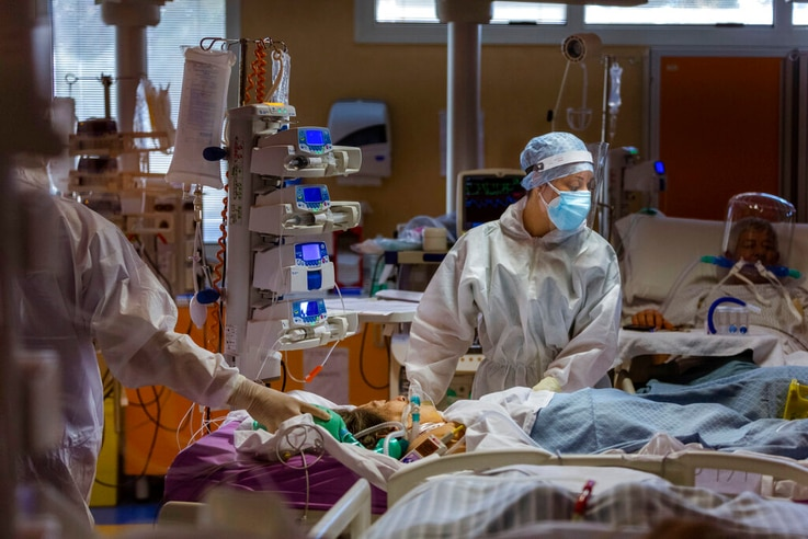 Medical staff of the Intensive Care Unit of the Casalpalocco COVID-19 Clinic in the outskirts of Rome tend to patients,…