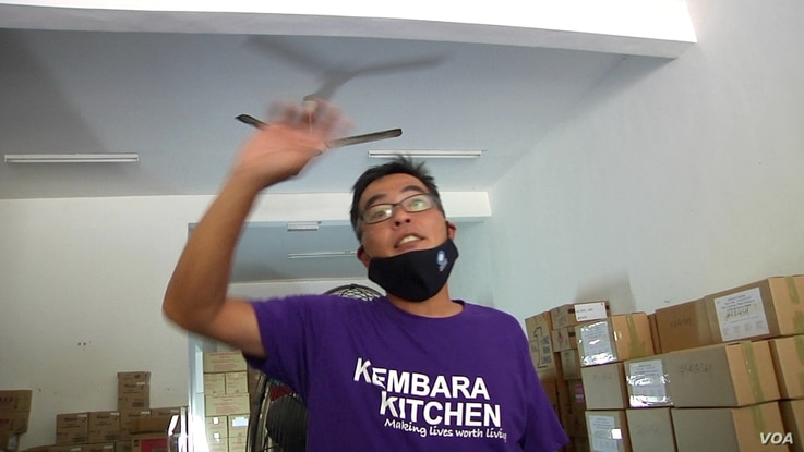 William Cheah, co-founder of Kembara Kitchen, helped organize the donation drive for Semporna residents. (Dave Grunebaum/VOA)