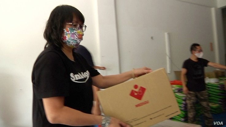 Tan Mei Ling, a piano teacher, helps organize the donated food and PPE being sent to Semporna, Malaysia. (Dave Grunebaum/VOA)