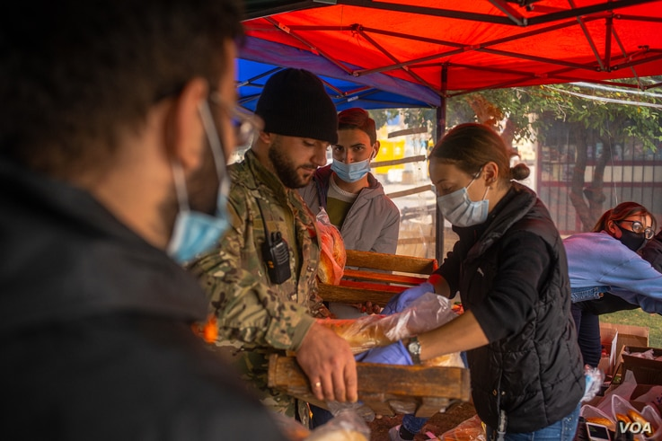 Local volunteers gather food, medicine and clothes to send to families displaced by the conflict in Nagorno-Karabakh, in Yerevan, Armenia on Oct. 6, 2020. (VOA/Yan Boechat)