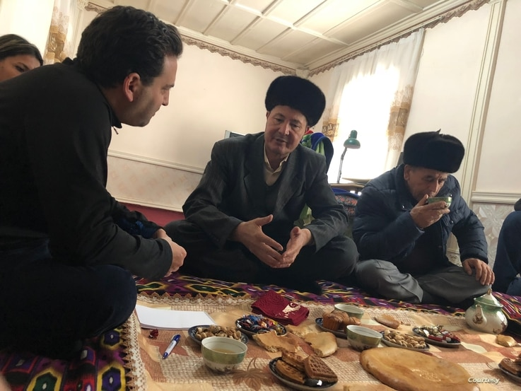 FILE - Former political prisoner Chuyan Mamatkulov talks to Steve Swerdlow, then Human Rights Watch researcher in Central Asia, in Qarshi, Uzbekistan, November 2018. (HRW)