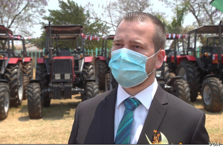 Junior Agriculture Minister Vangelis Peter Haritatos says small farmers have an important role to play in the country's economy and will be given seeds and fertilizer for the next rainy season, in Harare, Zimbabwe, Sept. 30, 2020. (Columbus Mavhunga/VOA)