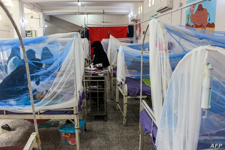 EDITORS NOTE: Graphic content / Women wait with children in a ward at a malnourishment treatment centre in Yemen's northern…