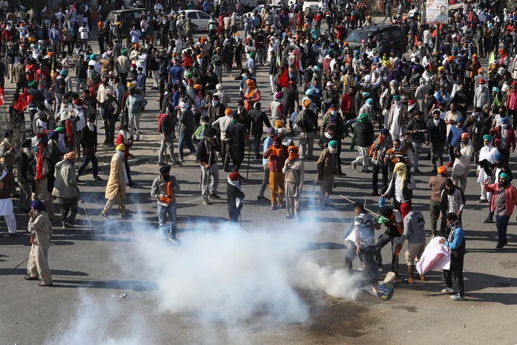 Indian Farmers Clash with Police as They Protest New Laws | Voice of America - English