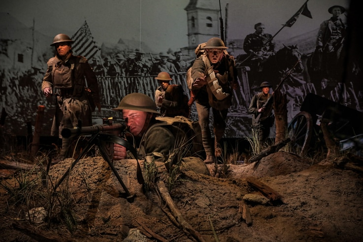 Cast figures, lighting effects, imagery, and sounds of distant battle recreate a setting based on a famous photograph of the Meuse-Argonne Allied Offensive during World War I.