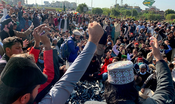Supporters of 'Tehreek-e-Labaik Pakistan, a religious political party, chant slogans while they block a main highway