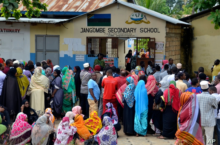 Locals line up to cast vote in Zanzibar, Tanzania, Oct.28, 2020.