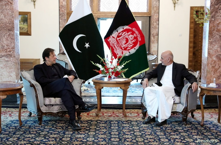 Afghan President Ashraf Ghani (R) and Pakistan's Prime Minister Imran Khan meet at the presidential palace in Kabul, Afghanistan, Nov. 19, 2020.