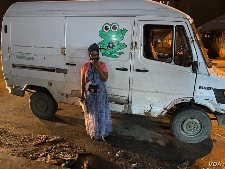 VOA Hausa journalist Grace Alheri Abdu stands next to a bakery delivery van on Nov. 28. A delivery driver named only as Peter, drove the journalist to Port Harcourt .