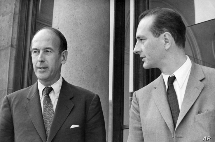 FILE - In this Aug.9 1969, Valery Giscard d'Estaing, left, as Finance Minister and Jacques Chirac as Secretary of State to…
