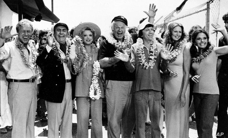 """FILE - This Oct. 2, 1978 file photo shows the cast of """"Gilligan's Island,"""" from left, Russell Johnson, as the professor; Jim…"""