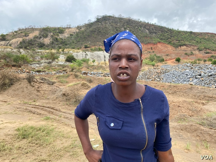 Elizabeth Muzeyi wants her 34-year-old husband, Johannes Tagwireyi, brought out of the soils that trapped him on Nov. 25 when disused Ran Mine in Bindura district, 80 km north of Zimbabwe's capital Harare, collapsed. (Columbus Mavhunga/VOA)