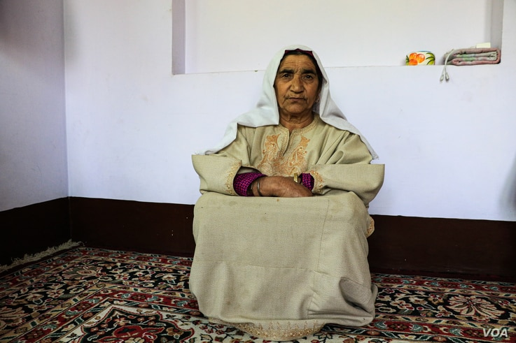 Azzi Begum, mother of militant commander Aijaz Ahmad Reshi, sits in the drawing room of his house while narrating the details of the day when her son was killed. (UbaidUllah Wani/VOA)