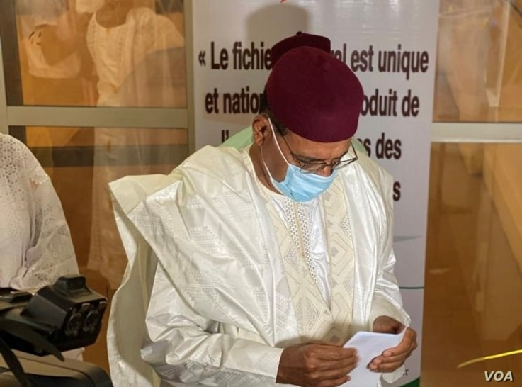 Mohamed Bazoum, ruling party candidate (PNDS) preparing to cast his vote in Niamey