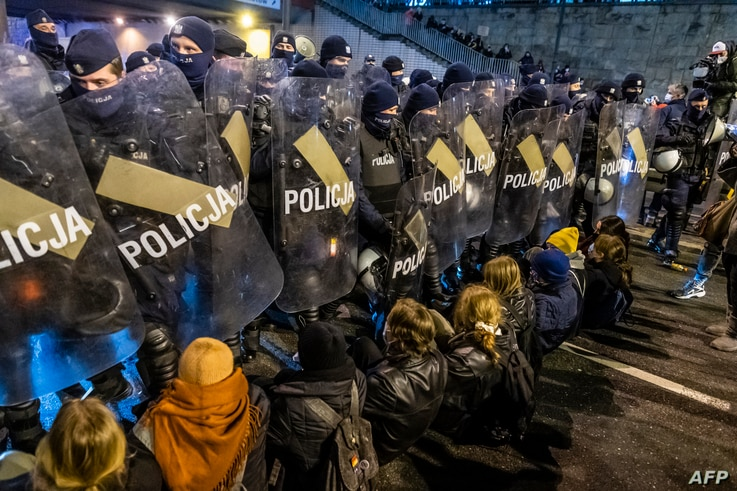 Police secures the road as demonstrators try to block the traffic during a pro-choice protest in the center of Warsaw, on…