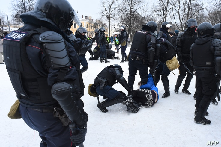 Police detain protesters during a rally in support of jailed opposition leader Alexei Navalny in Saint Petersburg on January 31...