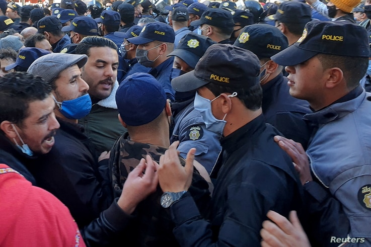 Demonstrators argue with policemen during anti-government protests in Tunis, Tunisia, January 19, 2021. REUTERS/Tarek Amara