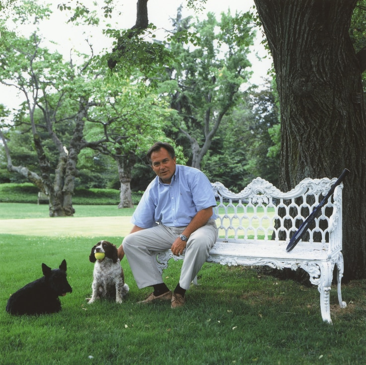 Dale Haney, the White House groundskeeper, on the South Lawn with Bush family dogs Barney and Spot. (George W. Bush Library)