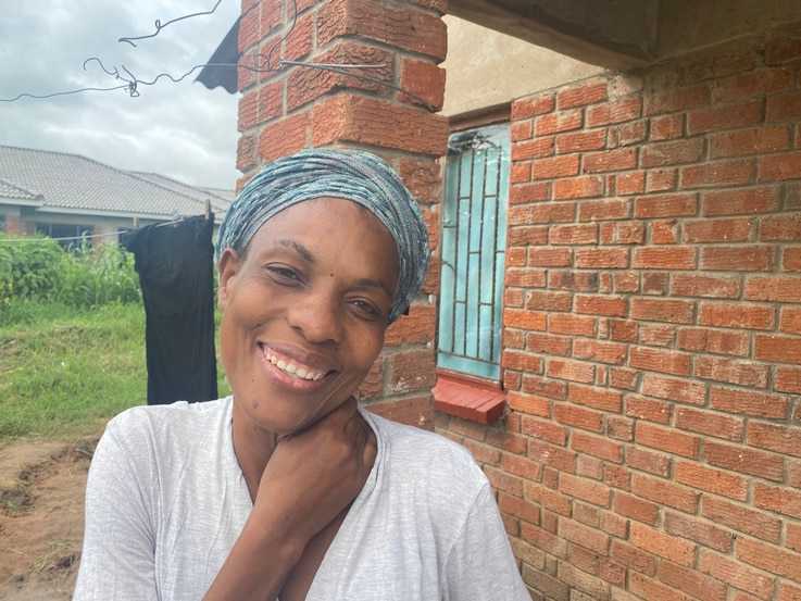 Thirty-nine-year-old Juliet Gwenere lives in Chitungwiza, about 40 kilometers southeast of Zimbabwe's Harare, Jan. 2021. (VOA/Columbus Mavhunga)