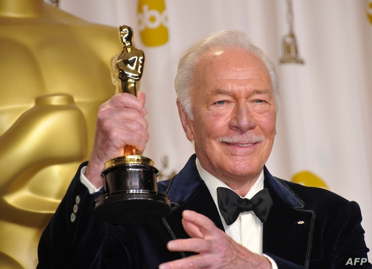 Christopher Plummer holds his Oscar for best actor in a supporting role for 'Beginners' in the press room at the 84th Annual…
