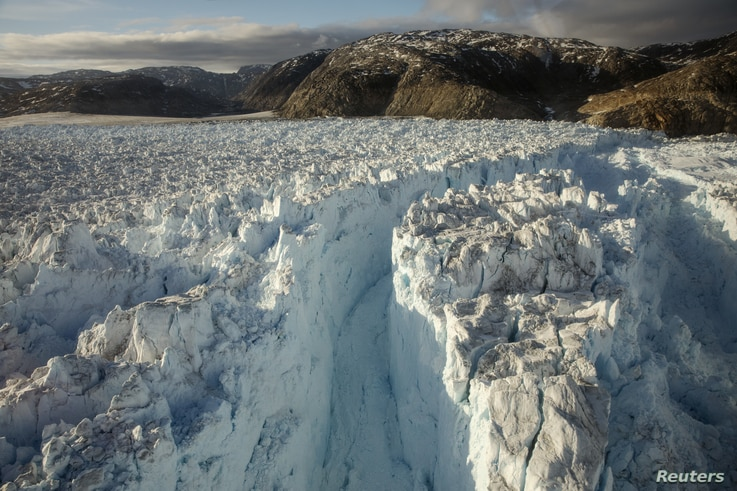 A large crevasse forms near the calving front of the Helheim glacier near Tasiilaq, Greenland, June 22, 2018. REUTERS/Lucas…