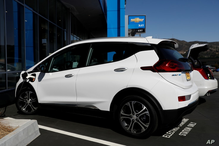 FILE PHOTO: A Chevrolet Bolt electric vehicle is seen at Stewart Chevrolet in Colma, California, U.S., October 3, 2017. REUTERS…