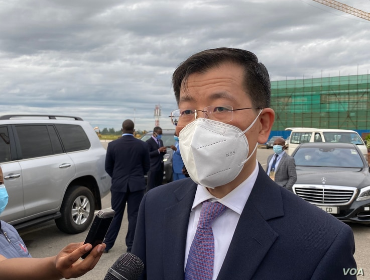 China's Ambassador to Zimbabwe, Guo Shaochun, talks about the Sinopharm vaccine, in Harare, Feb. 15, 2021. (Columbus Mavhunga/VOA)