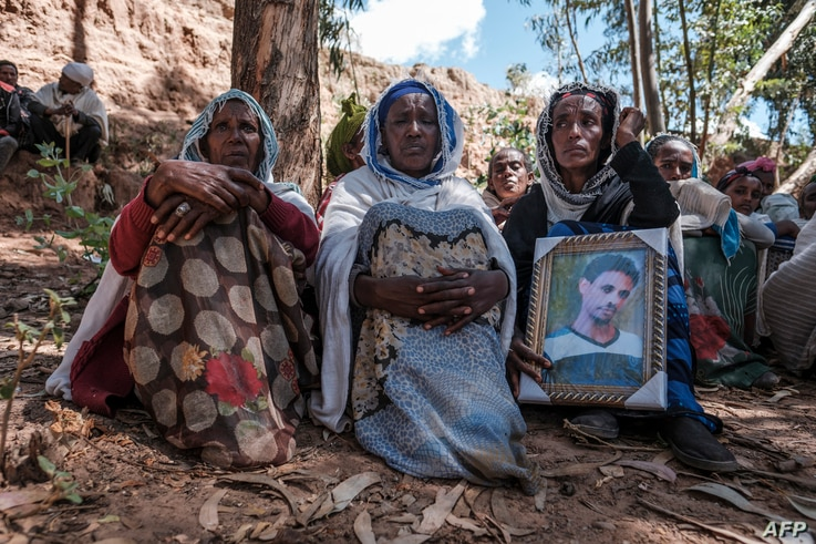 People mourn the victims of a massacre allegedly perpetrated by Eritrean Soldiers in the village of Dengolat, North of Mekele,…