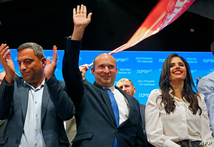 Naftali Bennett (C), leader of the Israeli right-wing Yamina ('New Right') party, accompanied by party candidate Ayelet Shaked …