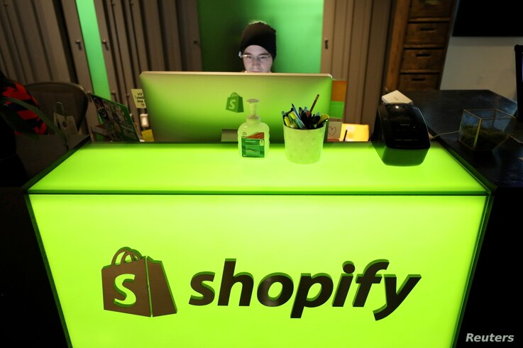 FILE PHOTO: An employee works at Shopify's headquarters in Ottawa, Ontario, Canada, October 22, 2018. REUTERS/Chris Wattie/File...