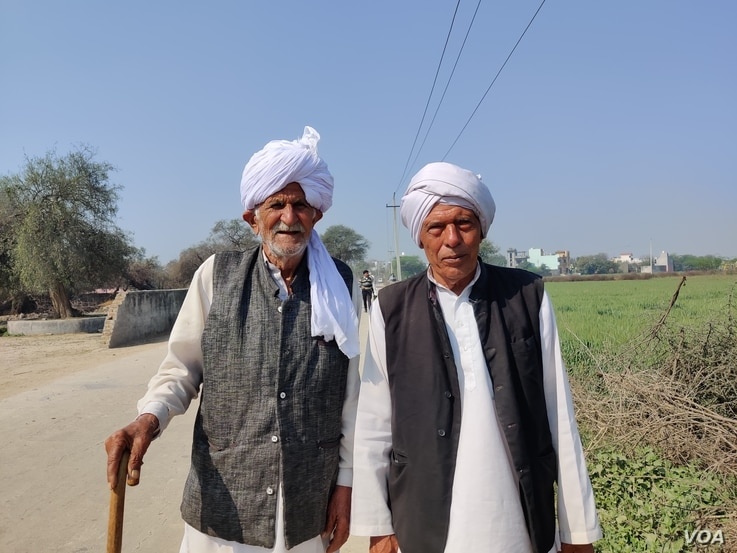 Farmers in Daryapur want the government to legalize a practice of offering price guarantees for crops.