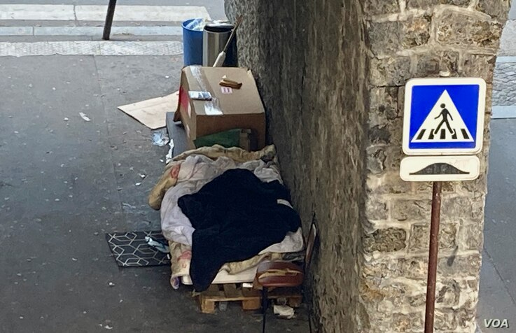 Businesses shut by rolling lockdowns have become new homeless shelters, like this makeshift shelter in Paris. (Lisa Bryant/VOA)