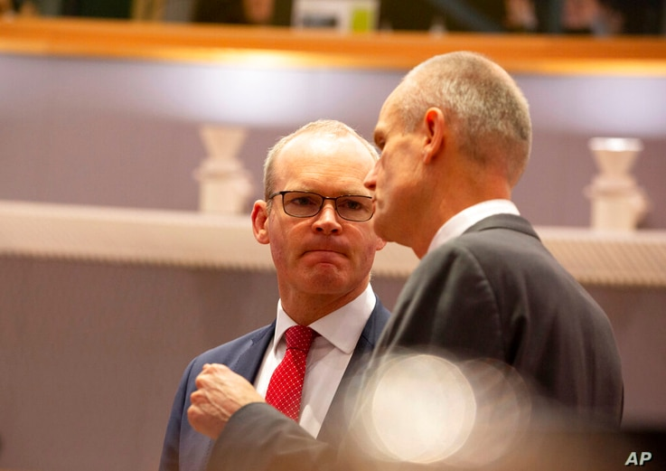 Irish Foreign Minister Simon Coveney, left, speaks with Dutch Foreign Minister Stef Blok during a meeting of EU foreign…