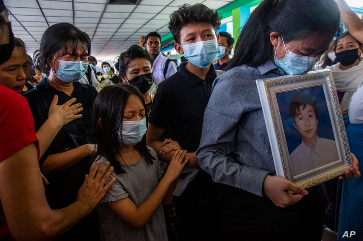 Family members of Khant Ngar Hein grieve during his funeral in Yangon, Myanmar Tuesday, March 16, 2021. Khant Ngar Hein, a 18...