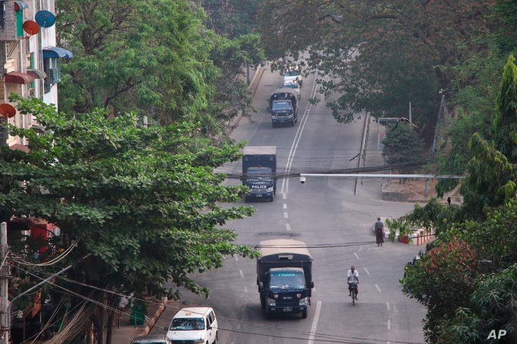 Myanmar's security forces deploy on Hledan road in Kamayut township of Yangon in Myanmar, Monday, March 29, 2021. Over 100…