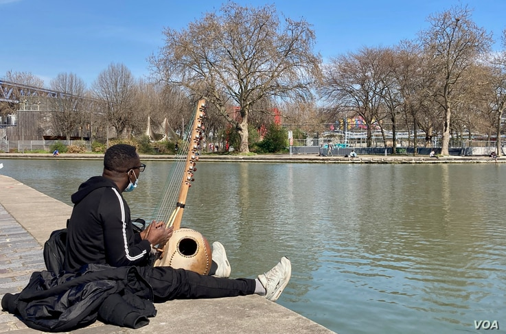 Paris musician Mamadou Traore has been out of work for months. He manages to make ends meet with French unemployment and part-time work teaching music to children. (Lisa Bryant/VOA)