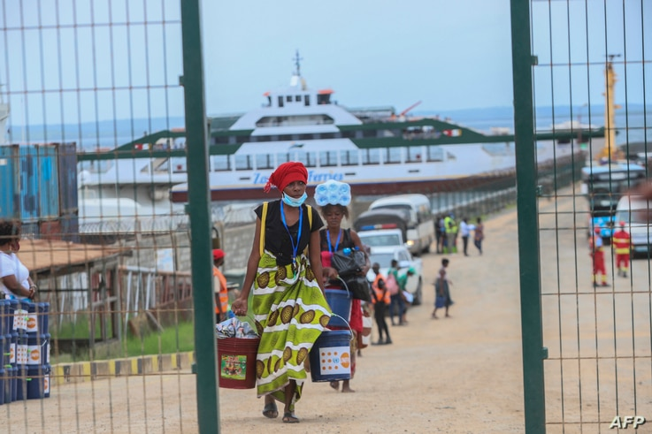 Internally displaced people arrive in Pemba on April 1, 2021, from the boat of evacuees from the coasts of Palma. - More than a…