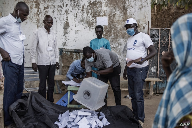 A ballot box is emptied at the end of the voting operations at a roadside voting station in N'djamena on April 11, 2021. -…