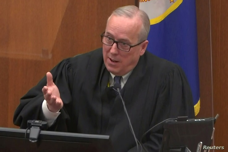 Hennepin County District Judge Peter Cahill speaks with legal teams on the eleventh day of the trial of former Minneapolis police officer Derek Chauvin for second-degree murder, third-degree murder and second-degree manslaughter in the death of George Floyd in Minneapolis, Minnesota, U.S. April 12, 2021 in a still image from video.