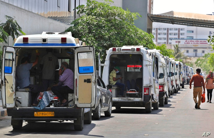 Ambulances carrying COVID-19 patients line up waiting for their turn to be attended to at a dedicated COVID-19 government…